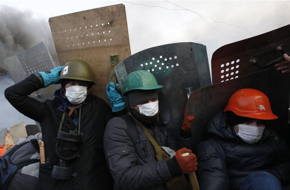 2014-02-19T085155Z_13374792_GM1EA2J1AS401_RTRMADP_3_UKRAINE-ARBUZOV-PROTEST